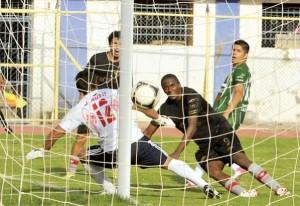 Wilstermann golea 4-0 y despega