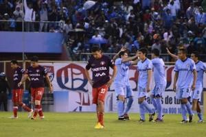 Wilstermann recibió ayer una auténtica goleada, al caer por 0 a 4 ante Bolívar, en cotejo jugado en el estadio Félix Capriles