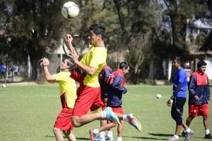 El DT Clausen mantendrá el once titular para enfrentar a San José el domingo en el Capriles.