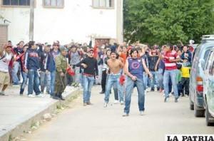 Al menos 40 vehículos siniestrados y 42 hinchas arrestados en «trifulca roja»
