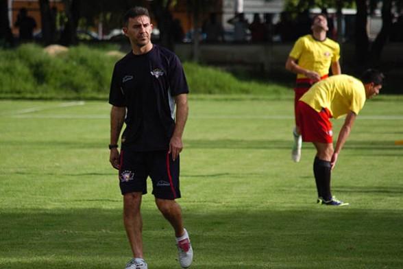 Manuel Alfaro, asegura que el plantel va asimilando la nueva metodología de juego