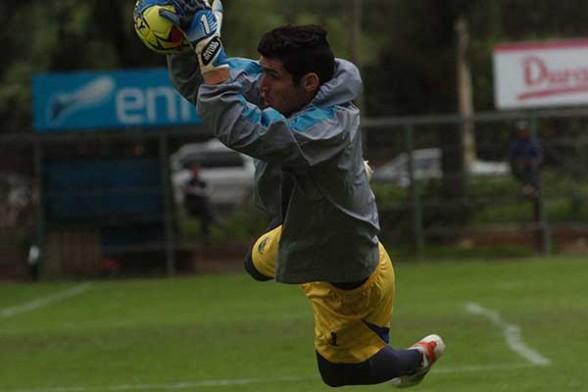 Matías Dituro, el jugador hoy sorpresivamente se presentó a las prácticas de Wilstermann y se puso al mando del director técnico Julio César Baldivieso