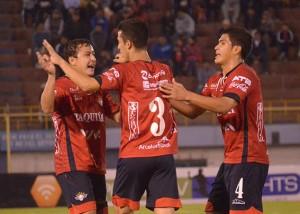 Wilstermann golea 3-0 a Universitario de Pando