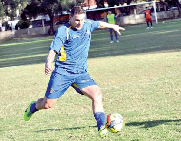 Carlos Neumann cumple sanción y puede jugar