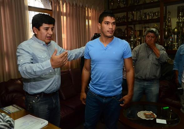 Aponte renueva contrato, hoy firmaría Céspedes