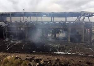 Bus que trasladaba a la delegación de Wilstermann se incendia en ruta a Oruro