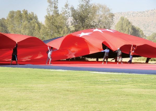 Cochabamba se tiñe de rojo y azul