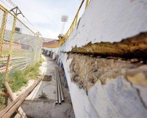 El estadio presenta deterioro en las cuatro tribunas
