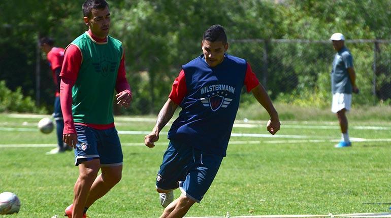'Pochi' Chávez aún no debutará en la Liga