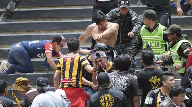 Enfrentamientos entre hinchas de Wilstermann y The Strongest