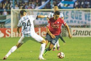 Wilster cae ante Tucumán y sigue en la pelea a Semis