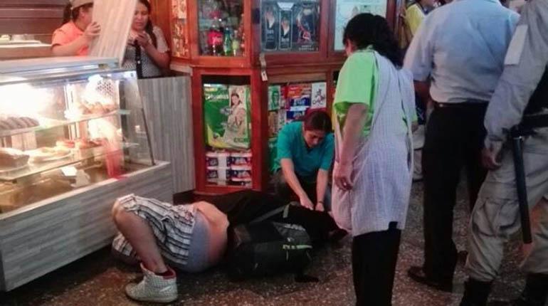 Matan una persona en la terminal de buses de Cochabamba en una riña de hinchas