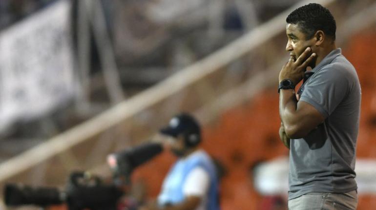 Atlético Mineiro destituye a su director técnico