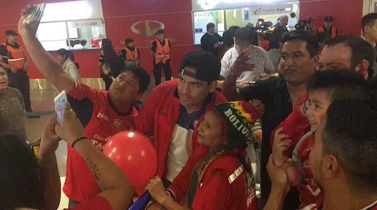 Gran recibimiento a Wilstermann en Buenos Aires