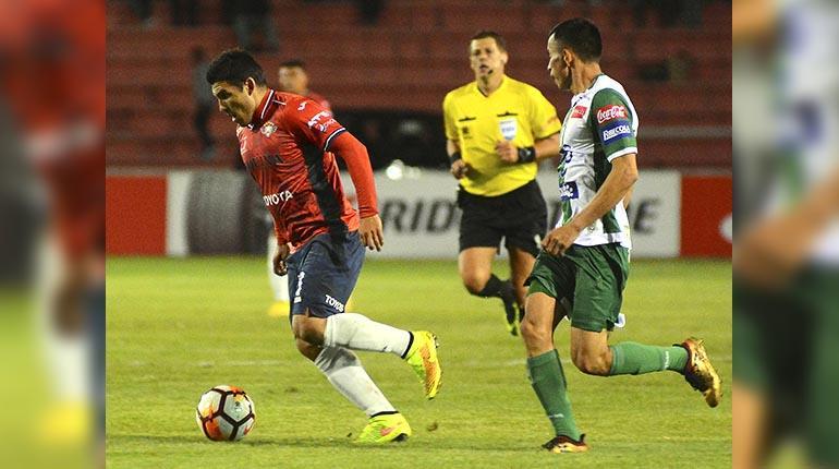 Cristian Chávez, entre algodones por una contractura