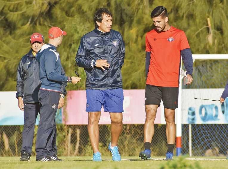 Ríos y Gaúcho son la carta de gol de Wilster ante Royal Pari