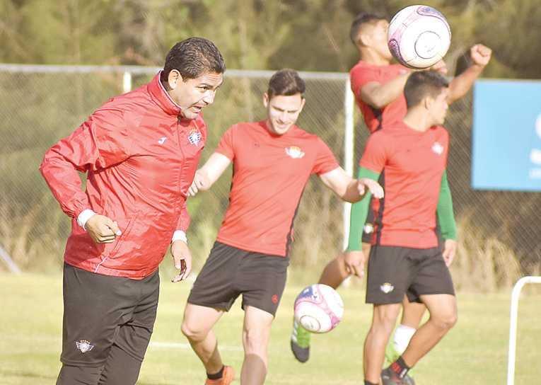 Wilster renueva a Zenteno y cuenta con Lucas Gaúcho