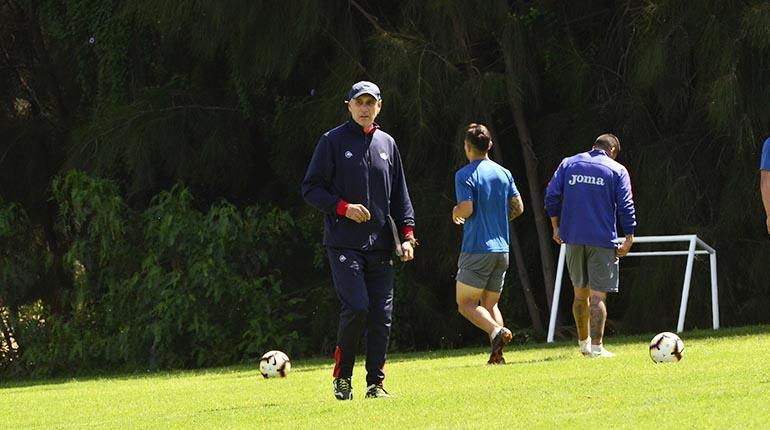 El técnico Portugal responde a amenaza de la hinchada en Twitter