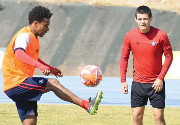 Díaz trabaja en lo táctico con jugadas preparadas