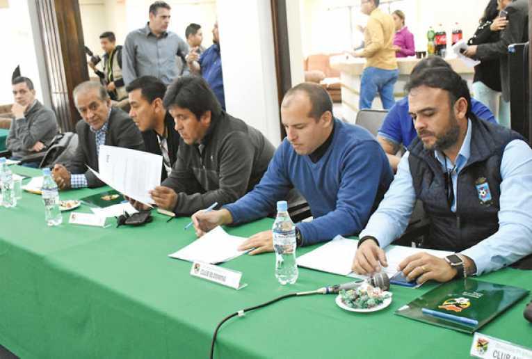 Propuesta de 6 extranjeros será analizada enCongreso