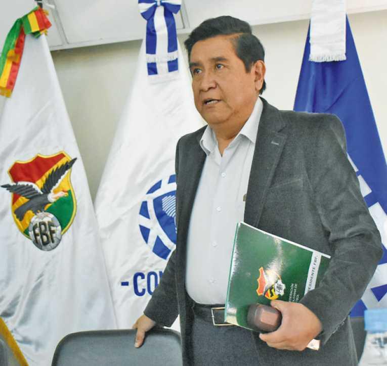 Salinas cita a clubes para lograr solución