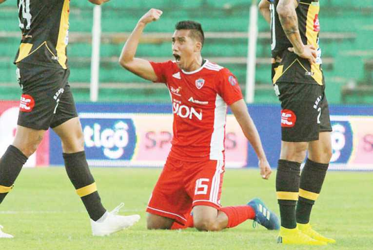 Machado paga al Rojo $us 50 mil