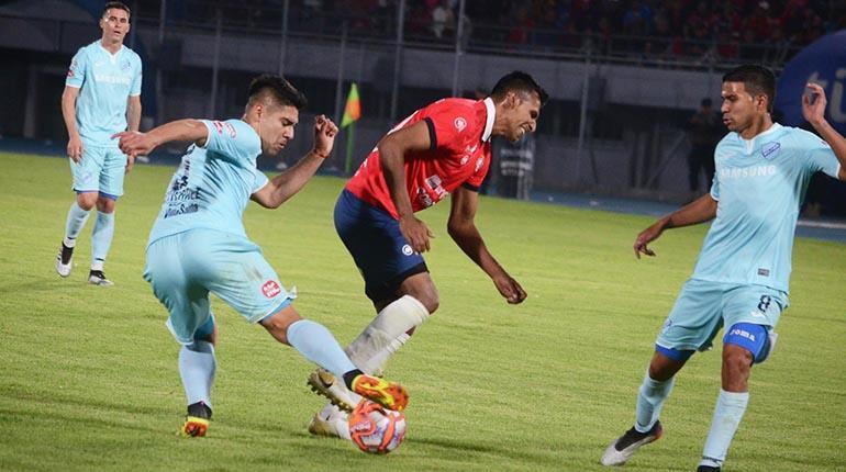 Álvarez sufre una contractura muscular y es duda en el Rojo