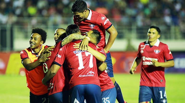 [VIDEO]  El Rojo celebra en el estadio de Yacapaní tras derrotar al Toro