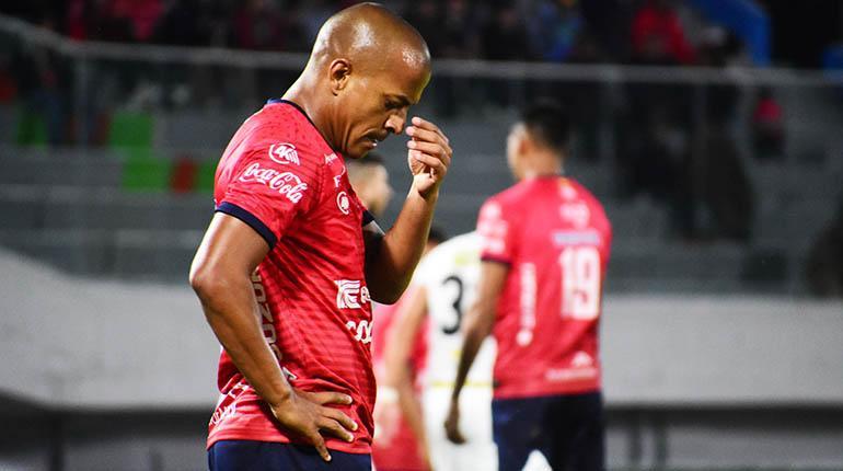 [VIDEO] El Rojo se estrella contra la pared defensiva de Real Santa Cruz