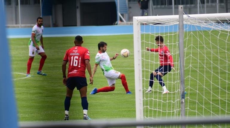 Wilstermann derrota a Palmaflor en partido amistoso