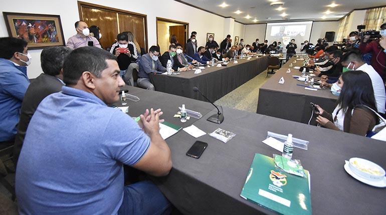 División Profesional: Fútbol boliviano se alista para maratónico certamen
