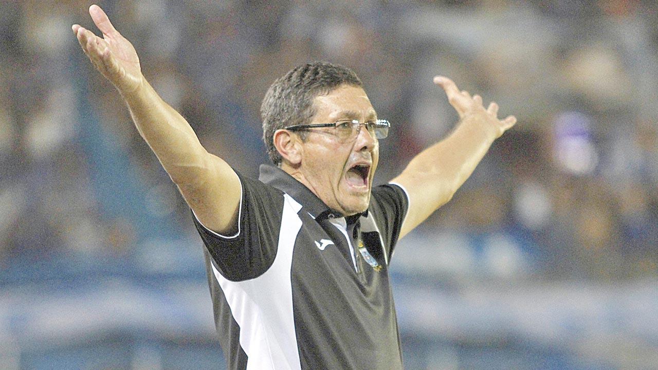 Soria será Rojo por un año y pide reforzar la zaga y medio