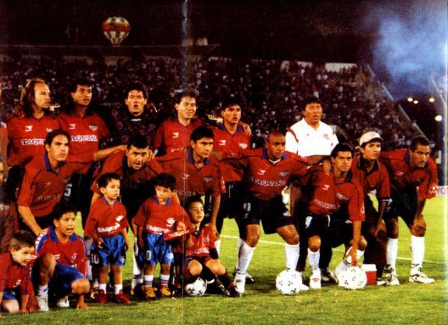 1999 que jugó la Copa Libertadores reuniendo a muchas figuras de cartel (Zamora, Reynoso, Baldivieso, Sergio Joao), pero que no tuvo el esplendor deseado. Cortesía Jose Fernandez Paz