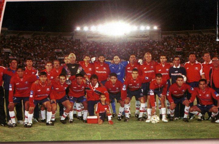 2000. La imagen, con la totalidad de la plantilla, corresponde al primer partido de la serie final con Oriente, que Wilstermann ganó por 4-1.