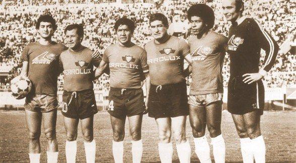 Figuras de Wilster (De izquierda a derecha) Taborga, Sánchez, Alcócer, García, Jairzinho e Issa en el partido entre los equipos de las décadas del 60 y 80. - Foto | Los Tiempos Los Tiempos