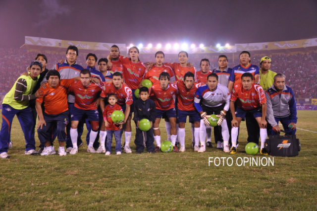 No podía faltar la foto del equipo campeón 2010. Cortesía de Opinión a través de René A. Bascopé que la mando por email.