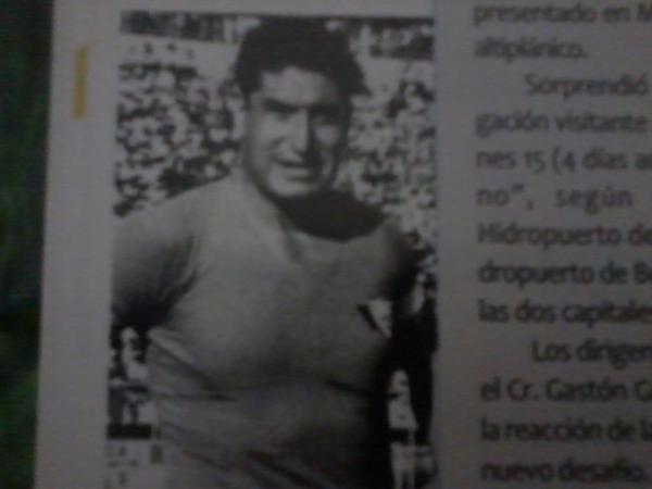 1960 - Ausberto García, de Wilstermann (Bol). el 1er jugador en tocar el balón en la Historia de la Copa Libertadores