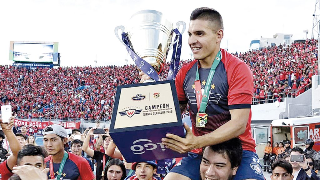 """Pochi Chávez, capitán del Rojo y """"padrino"""" de equipo femenino"""