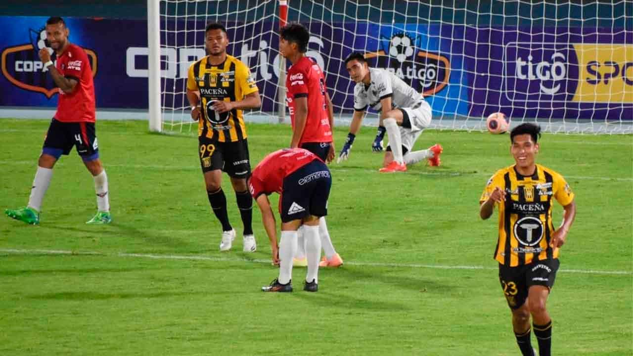 Goleada en Cochabamba: El Tigre gana 3-0 a Wilstermann y aumenta la crisis en el cuadro rojo