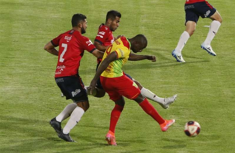 Wilstermann cortó mala racha con una goleada a Palmaflor (5-0)