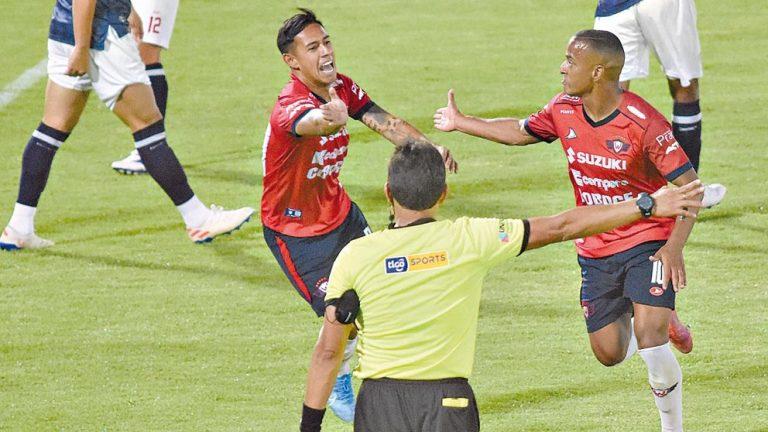 Wilster entra en zona de Sudamericana tras paliza (4-1)